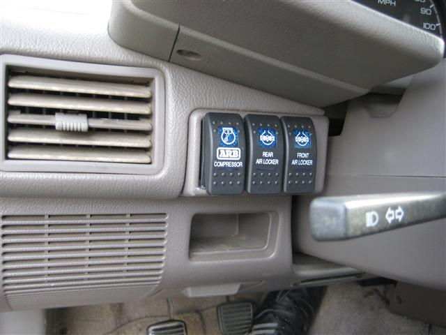 1992 Isuzu Pickup 4x4 V6 - ARB Lockers - Gears - Bumpers